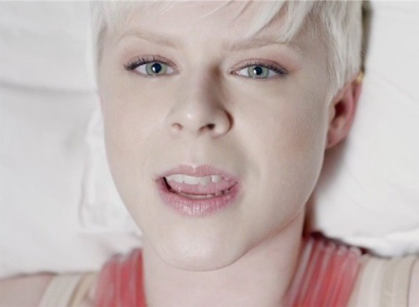 "Robyn - ""Indestructable"" Video"
