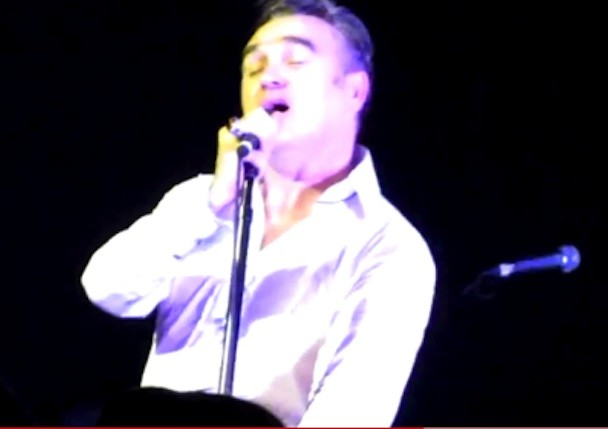 "Watch Moz Play New Song ""The Kid's A Looker"" Live In Perth"