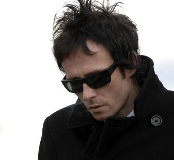 "Scott Weiland Covers Radiohead's ""Let Down"""