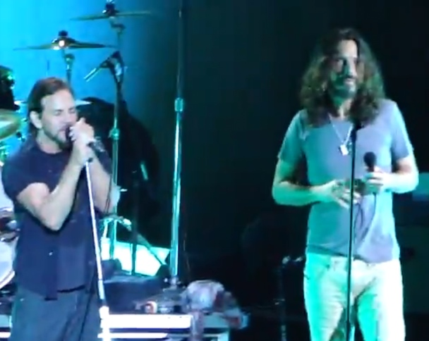 Pearl Jam Twenty: Temple Of The Dog Reunites, Vedder And Casablancas Sing Together