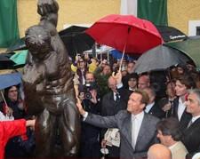 arnold_schwarzenegger_statue