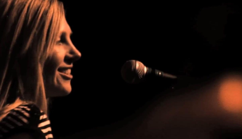 "Saint Etienne – ""Tonight"" Video"