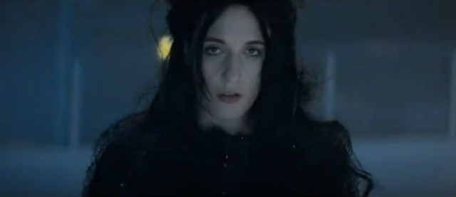 """Florence And The Machine - """"Never Let Me Go"""" Video"""