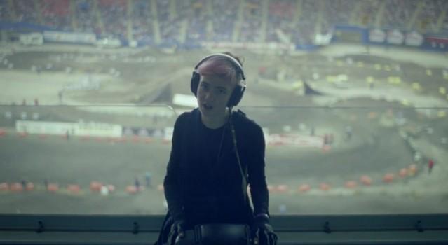 """Grimes - """"Oblivion"""" Video"""