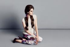 """Watch Lana Del Rey Cover """"Blue Velvet"""" For H&M"""