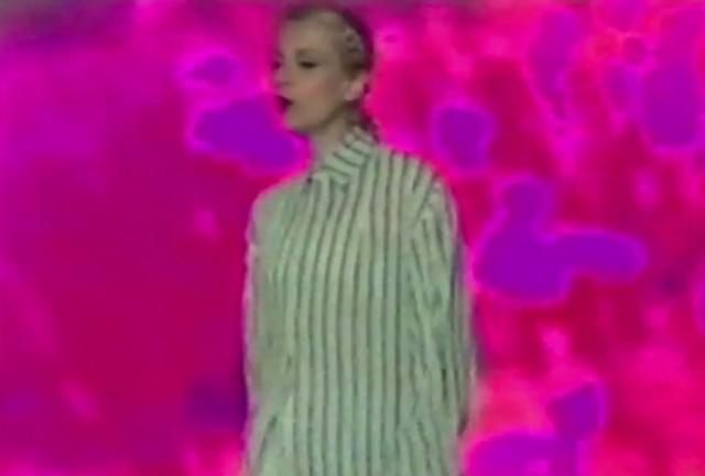"""El Perro Del Mar - """"Walk On By"""" Video"""
