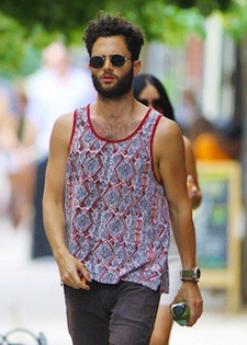 Penn Badgley enjoys his 'Gossip Girl' vacation by breaking up with his razor in New York City