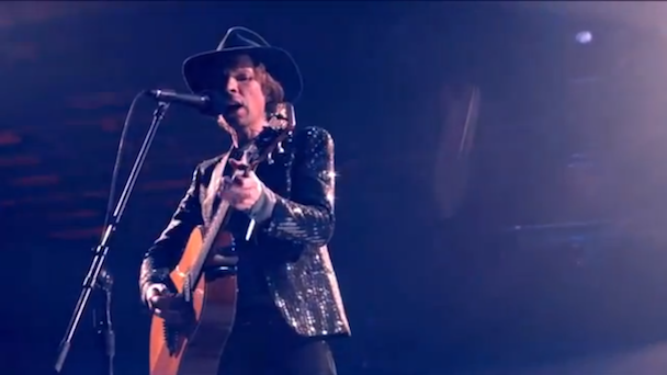 "Watch Beck Cover Bowie's ""Sound And Vision"" With A 167-Piece Orchestra"