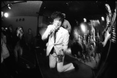 Q&#038;A: Ian Svenonius On <em>Supernatural Strategies For Making A Rock &#8216;N&#8217; Roll Group</em>, The Meaning Of Bands In Listeners&#8217; Lives, And The Make-Up Reunion Shows