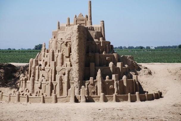 LOTR_sand_castle