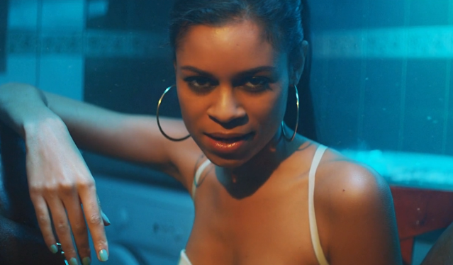 "AlunaGeorge - ""Attracting Flies"" video"