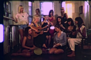 """Girl Crisis – """"Walk Like An Egyptian"""" (The Bangles Cover)"""
