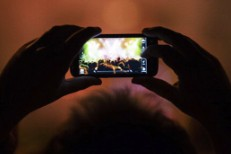 Johnny Marr, Foals, Alt-J Weigh In On Camera Phones At Concerts Debate