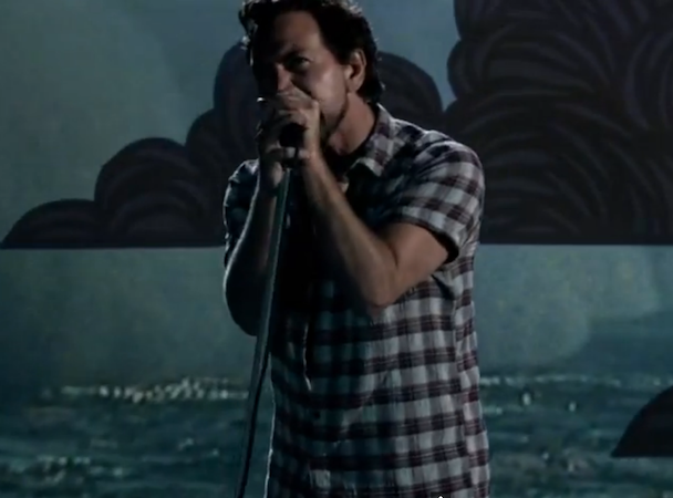 "Pearl Jam - ""Mind Your Manners"" Video"