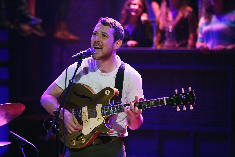 Watch Robin Pecknold &#038; Dan Rossen Cover Pearl Jam On <em>Fallon</em>