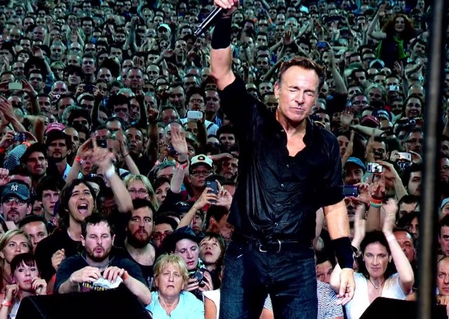 "Bruce Springsteen - ""Dream Baby Dream"" Video"