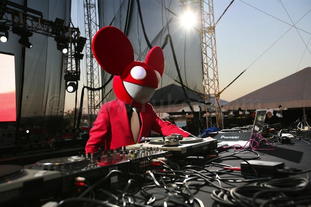 "Gambler Stiffs Deadmau5 Out Of $200k For Playing ""Livin' On A Prayer"""