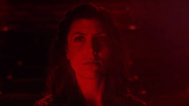 "Julia Holter - ""Horns Surrounding Me"" video"