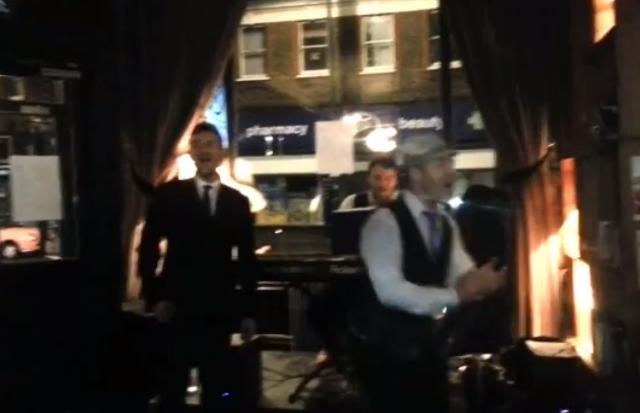 Albarn at the pub