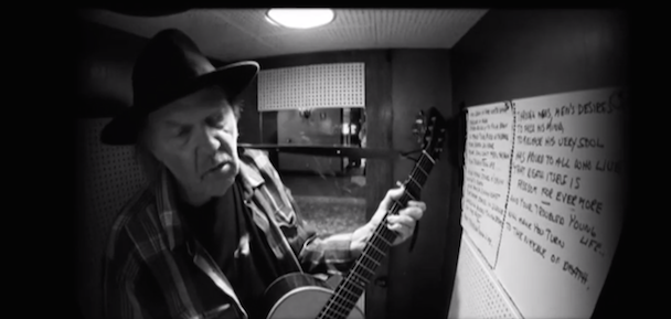 """Watch Neil Young Cover Bert Jansch's """"Needle Of Death"""" In Jack White's Voice-O-Graph Booth"""