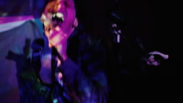"""Mirror Kisses – """"Genius"""" Video"""