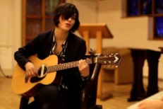 """Watch Sharon Van Etten Unplug """"Every Time The Sun Comes Up"""" In A London Church"""