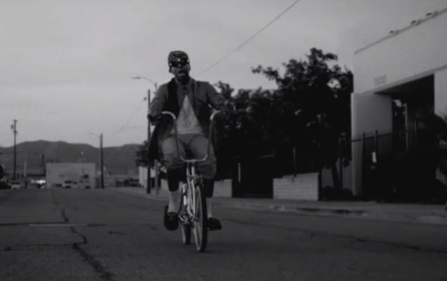 "2 Chainz - ""Trap Back"" video"