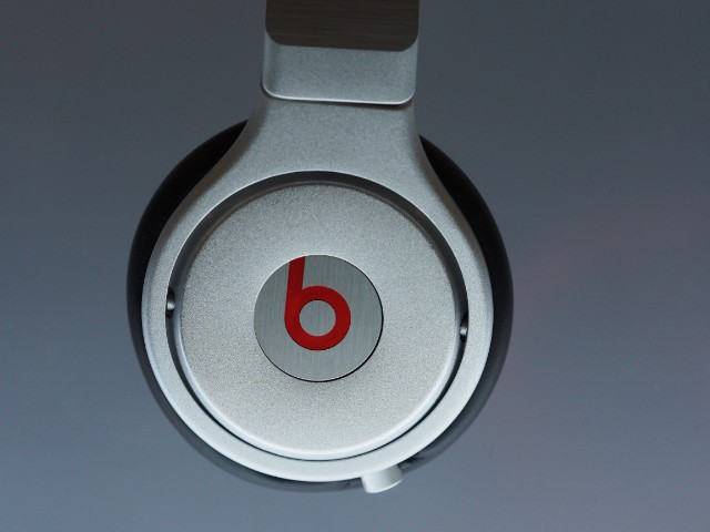 US-BUSINESS-BEATS-APPLE