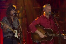 Watch Courtney Barnett &#038; Billy Bragg Cover The Velvet Underground On <em>RocKwiz</em>