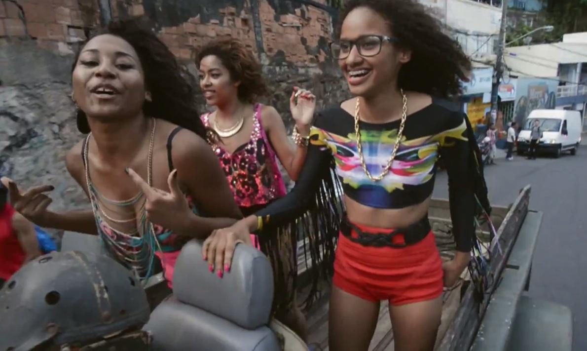 "Pearls Negras – ""Guerreira"" Video"