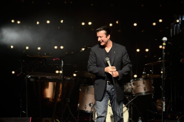 Journey's Steve Perry Joins Eels In St. Paul