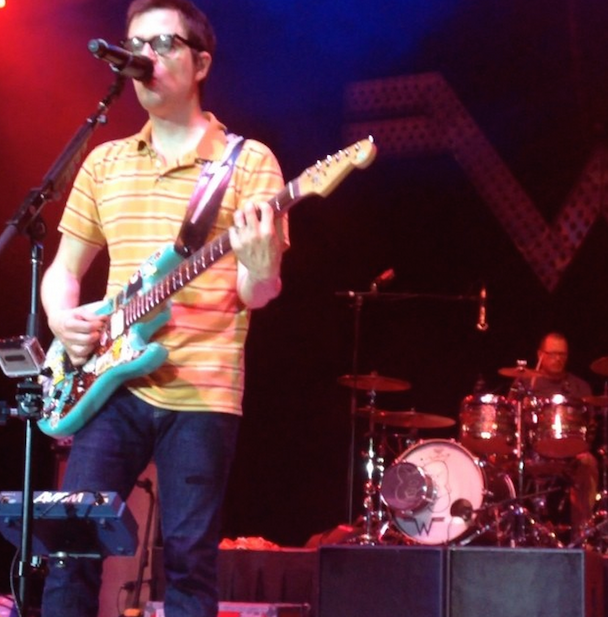 "Watch Weezer's Drummer Catch A Fan's Frisbee Without Missing A Beat Of ""Beverly Hills"""