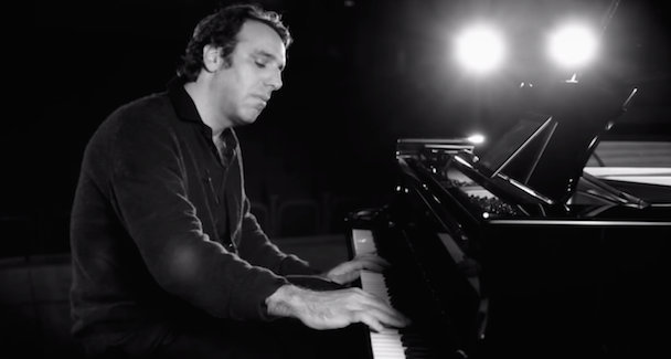 "Watch Chilly Gonzales Deconstruct Iggy Azalea's ""Fancy"" In His Latest Pop Music Masterclass"
