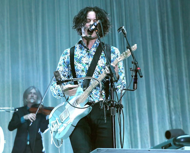 "Watch Jack White Sing Lorde's ""Royals"" In Milwaukee"