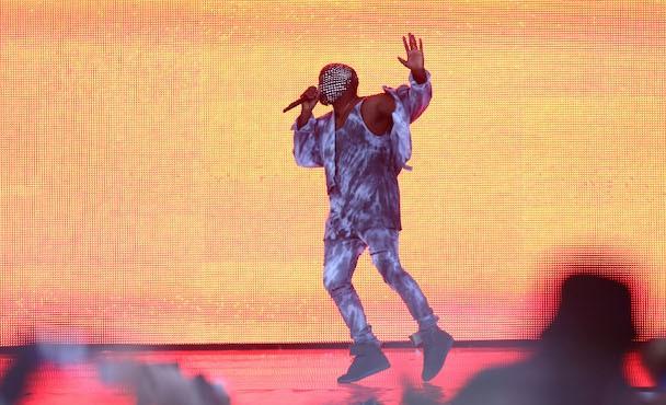 Kanye Fills In For Drake At Wireless Festival