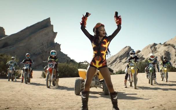 "Azealia Banks – ""Heavy Metal And Reflective"" Video"