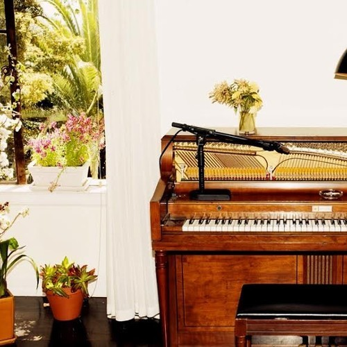 Emile Haynie - A Kiss Goodbye