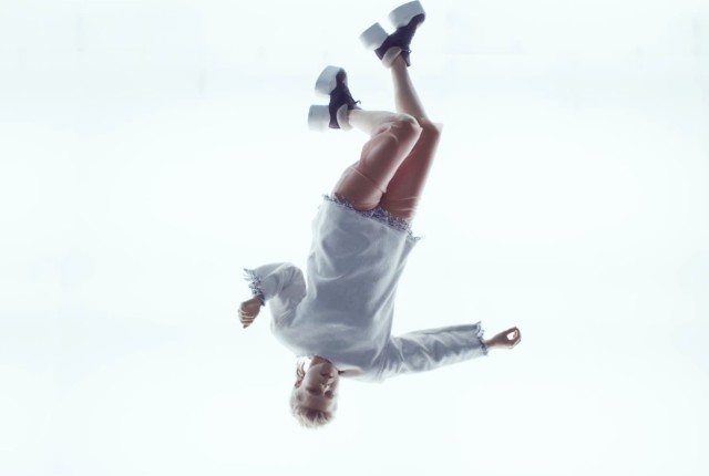 "Robyn and Royksopp - ""Monument"" video"