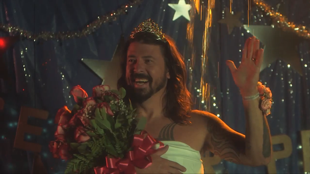 Watch Foo Fighters Spoof <em>Carrie</em> In Their Elaborate ALS Ice Bucket Challenge Video