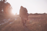 """Esben And The Witch – """"Dig Your Fingers In"""" Video"""