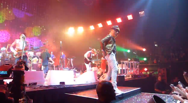 "Watch Arcade Fire Cover Jane's Addiction's ""Been Caught Stealing"" While Stealing Front Row Fans' Cellphones"