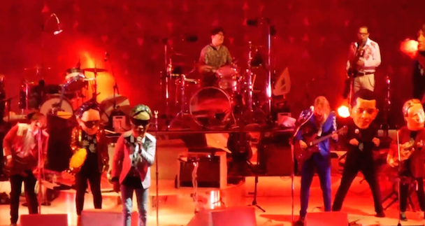 """Watch Arcade Fire Cover Pixies' """"AlecEiffel"""" In Mansfield"""