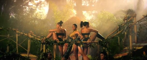 Nicki Minaj Backup Dancer Bit By Snake During VMA Rehearsal