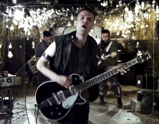 "The So So Glos - ""Diss Town"" video"