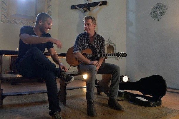 "Watch Josh Homme Serenade Zane Lowe With An Acoustic ""Long Slow Goodbye"""