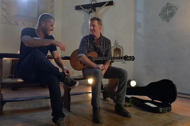 "Watch Josh Homme Serenade Zane Lowe With An Acoustic ""Long Slow Goodbye"""