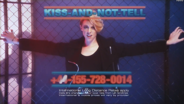 """La Roux - """"Kiss And Not Tell"""" Video"""