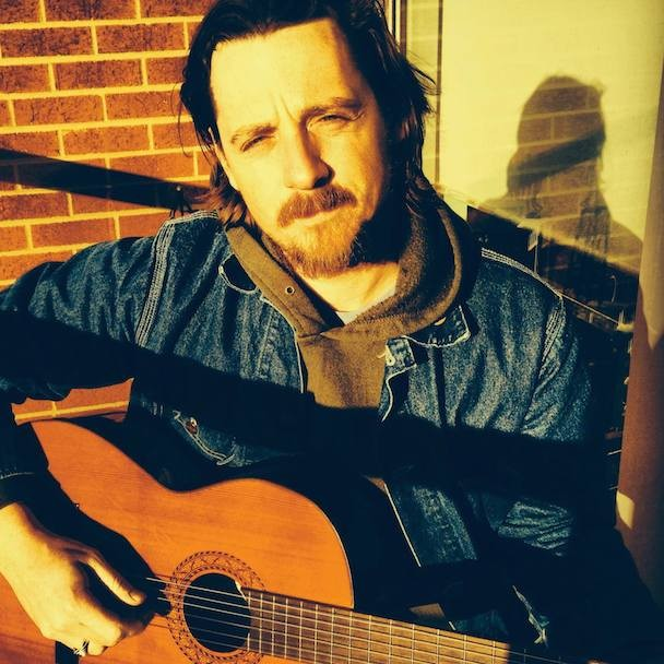 """Sturgill Simpson Defends His Right To Sing """"Goddamn"""" On Conan"""