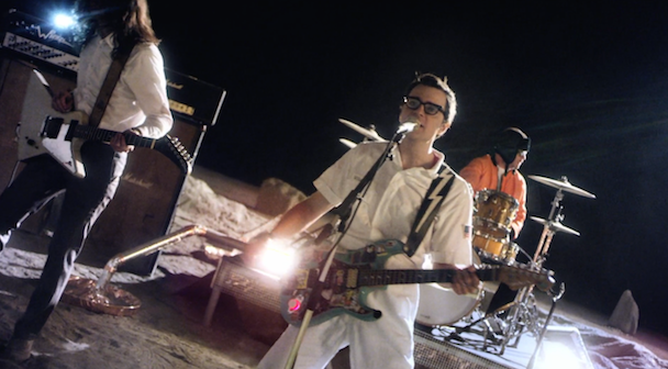 """Weezer - """"Back To The Shack"""" Video"""