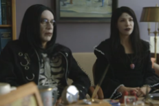 Watch Carrie Brownstein &#038; Fred Armisen Prep Their Own Goth Funerals In A <em>Portlandia</em> Season 5 Sketch